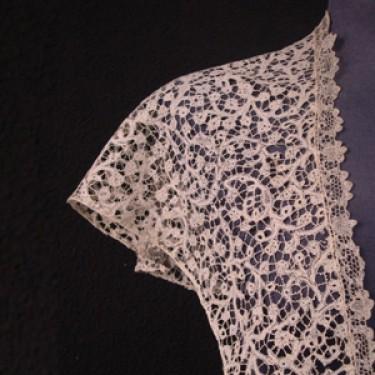 Antique lace shawl from Mechelen (Belgium) 72 x 80 cm #A0805