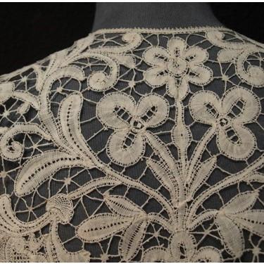 Antique lace collar from Bruges (Belgium) 46 x 53 cm
