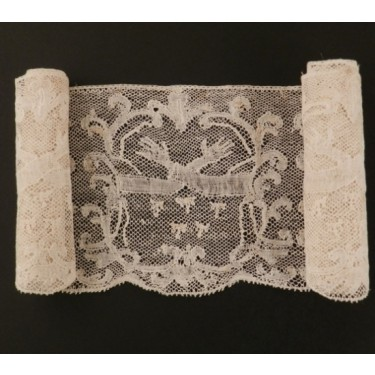 Antique lace strip from Valenciennes (France) 117 x 8,8 cm #A1937