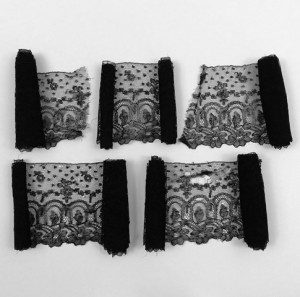 Antique lace strip from Chantilly in 5 pieces 630 x 12,5 cm