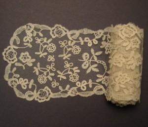 Antique lace cravat from Alençon (France) 134,5 x 10 cm