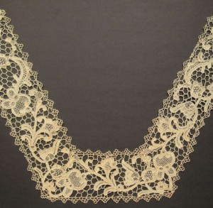 Antique lace collar from England (United Kingdom) 36 x 54 cm #A0702