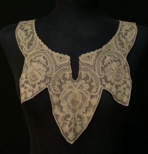 Antique lace collar from Romania 50 x 26 cm #A0701
