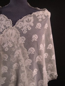 Antique lace shawl from England 205 x 47 cm