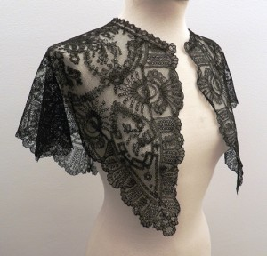 Lace mantelet for woman 66 x 66 cm  #A1001