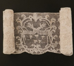 Antique lace strip from Valenciennes (France) 117 x 8,8 cm #A1937