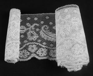 Antique lace strip from Valenciennes (France) 260 x 8,5 cm #A1910