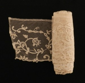 Antique lace strip from Valenciennes (France) 362 x 14 cm #A1935