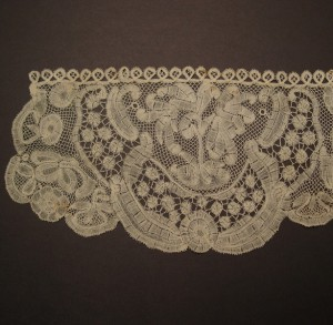 Antique lace handkerchief from England 17 x 35 cm #A0101