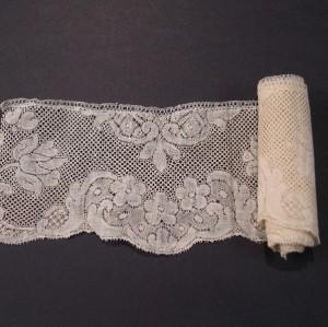 Antique lace strip from Valenciennes (France) c. 1750; 135 x 7 cm #A1925